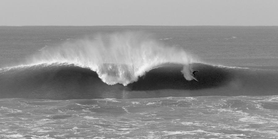 Photo Grosse Vague parfaite surfer engagé